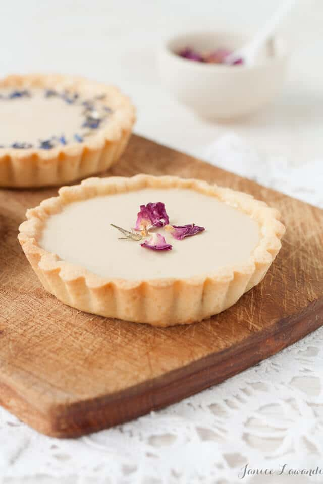Earl grey tarts with dried flowers